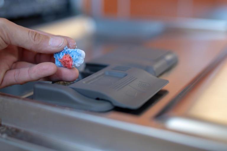 Πώς να κάνετε εσωτερικό καθαρισμό και απολύμανση στο πλυντήριο πιάτων [vid]   Newsit.gr
