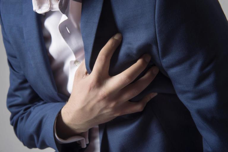 Έντεκα συμπτώματα προβλήματος στην καρδιά που απαγορεύεται να αγνοήσετε   Newsit.gr