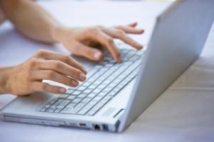 Ποιοι και γιατί παίζουν με την τύχη των εργαζομένων και της διαδικτυακής ενημέρωσης;