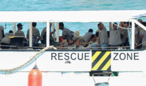 Εξήντα έξι μετανάστες μεταφέρονται στην Ιταλία! Απείλησαν το πλήρωμα του πλοίου για να μην γυρίσουν στην Λιβύη