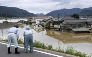 Αυξάνεται η λίστα των νεκρών στην Ιαπωνία! Αδιανόητες εικόνες από τις σφοδρές βροχοπτώσεις [pics]