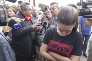 Οργή λαού! Γυναίκα σε Καμμένο: «Μας αφήσατε να καούμε! Γιατί κλείσατε τη Μαραθώνος;»