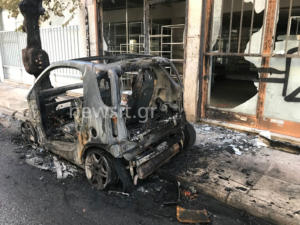 Πανικός από φωτιά σε αυτοκίνητο – Απείλησαν σπίτι οι φλόγες