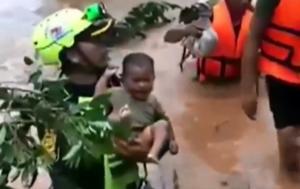 Ραγίζει καρδιές το κλάμα μωρού που σώζουν από βέβαιο θάνατο στο Λάος! video, pics