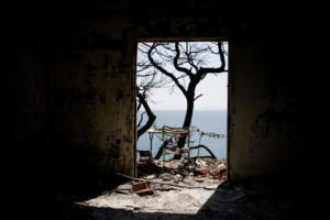 """Μάτι: """"Σκοτωμός"""" πάνω από τους νεκρούς! Σαντορινιός: Το απόγευμα ξεκίνησε η επιχείρηση του Λιμενικού"""