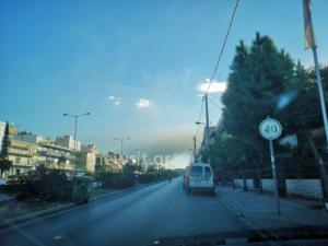 Νέα φωτιά στο Μενίδι – Ορατοί σε πολλές περιοχές οι καπνοί [pic]