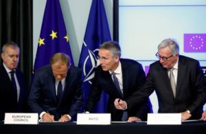 Έπεσαν οι υπογραφές για την κοινή δήλωση συνεργασίας ΝΑΤΟ – Ε.Ε [pics]