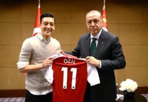 Ξέσπασμα Οζίλ για Ερντογάν! «Ένιωσα ανεπιθύμητος λόγω της καταγωγής μου στη Γερμανία»