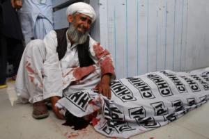 Βυθίστηκε στο πένθος το Πακιστάν – Τουλάχιστον 128 οι νεκροί από την βομβιστική επίθεση σε προεκλογική συγκέντρωση