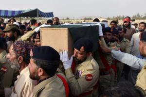 Συνεχίζεται η μακάβρια καταμέτρηση στο Πακιστάν – Στους 140 οι νεκροί από την βομβιστική επίθεση