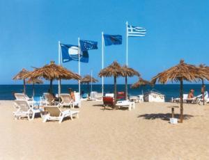 Αυτές είναι οι διάσημες παραλίες που «έχασαν» τις «Γαλάζιες Σημαίες» τους