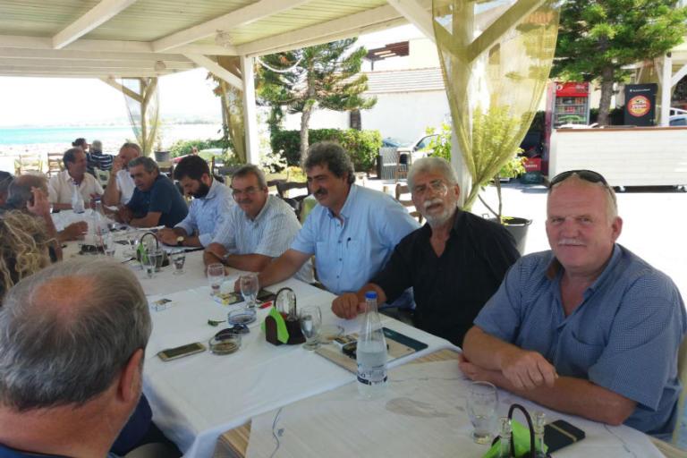 Χανιά: Συνεχίζονται οι διακοπές του Παύλου Πολάκη – Το γεύμα και η παρέα του αναπληρωτή υπουργού υγείας [pics] | Newsit.gr