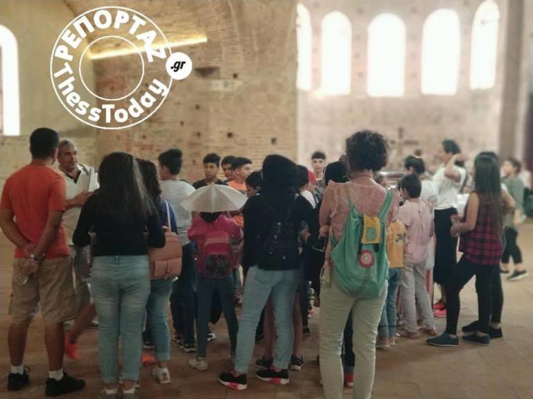 Θεσσαλονίκη: Ξεναγήθηκαν προσφυγόπουλα σε αρχαιολογικούς χώρους [pics] | Newsit.gr