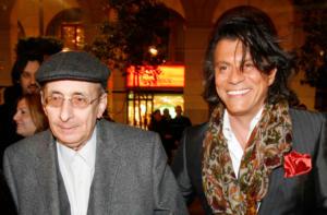 Ο Ηλίας Ψινάκης για τον Μάνο Ελευθερίου: «Έφυγε και ο τελευταίος φίλος μου»