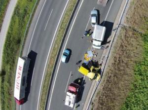 Βέροια: Αποκαλυπτικές εικόνες μετά από καραμπόλα στην Εγνατία Οδό – Αγωνία για έναν οδηγό – video