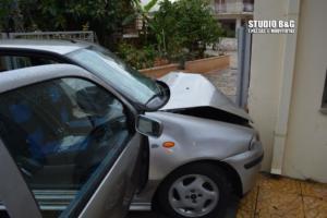 Αργολίδα: Αυτοκίνητο «καρφώθηκε» σε τοίχο σπιτιού [pics]