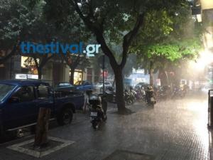 Βροχή και χαλάζι «μαστιγώνουν» τη Θεσσαλονίκη – video