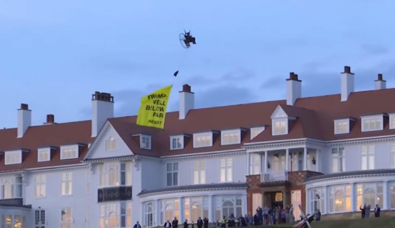 Σκωτία: Συνελήφθη ο ακτιβιστής της Greenpeace που την «έπεσε» στον Τραμπ από… αέρος – video