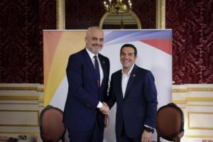 Συνάντηση Τσίπρα – Ράμα στο Λονδίνο – Αισιοδοξία για θετική κατάληξη στα ανοιχτά ζητήματα