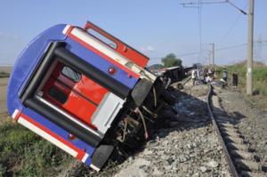 Εκτροχιασμός τρένου στη Τουρκία – Νεκροί και τραυματίες