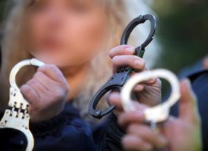 Θεσσαλονίκη: Γυναίκα «αράχνη» έστηνε απάτες στην πλάτη χρεωμένων πολιτών! Εκατομμύρια ευρώ… στην τσέπη
