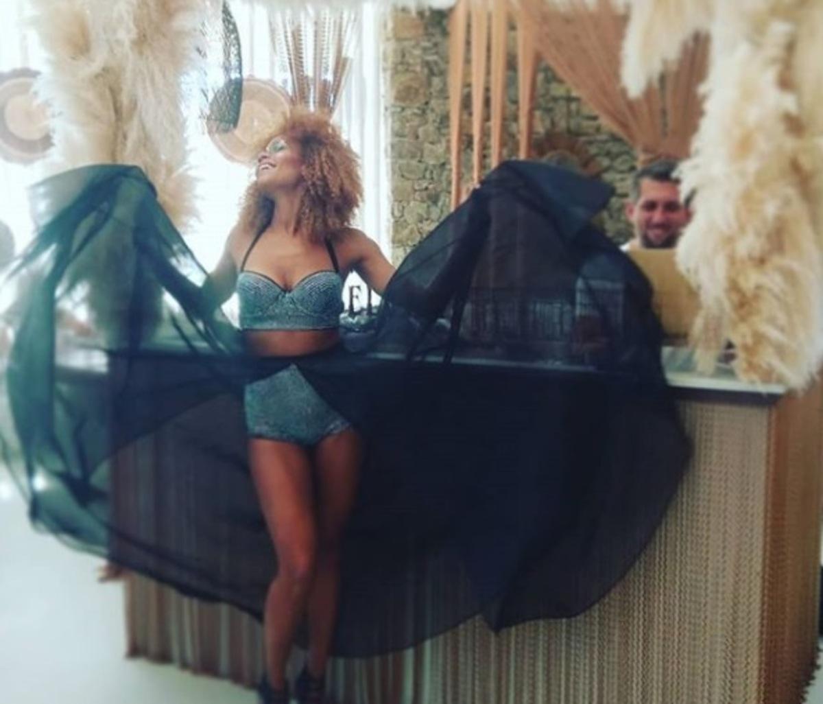 Shaya: Ποζάρει με τον γιο της στην Μικρή Βενετία της Μυκόνου! [pic] | Newsit.gr
