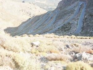 Κρήτη: Αυτός είναι «ο δρόμος του φιδιού» – Εκπληκτική θέα αλλά δύσκολες στροφές που θέλουν προσοχή [pics]