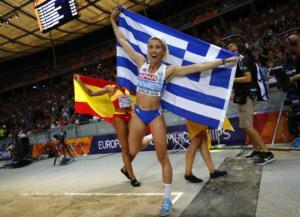 «Κυρίαρχη» η Παπαχρήστου στο τριπλούν! Χρυσό μετάλλιο για την Ελλάδα – videos
