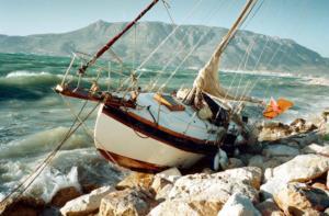 Ψαρά: Ιστιοφόρο με 65 πρόφυγες και μετανάστες έπεσε στα βράχια – Η μαραθώνια επιχείρηση διάσωσης!