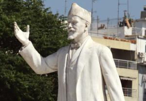 Θεσσαλονίκη: Έβαψαν πράσινα τα νύχια στο άγαλμα του Βενιζέλου – Οι εικόνες που σαρώνουν το διαδίκτυο [pics]