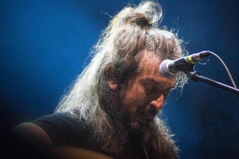 Ηράκλειο: Απρόοπτα στη συναυλία του Γιάννη Χαρούλη – Το πάθος, η αποθέωση και τα επίμαχα στιγμιότυπα – video | Newsit.gr