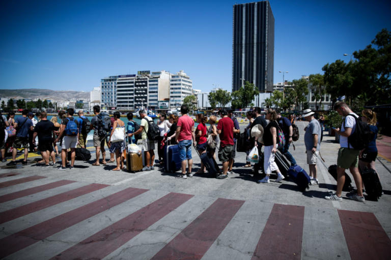 Προσοχή! Αυξημένη η κίνηση στα λιμάνια – Ουρές από εκδρομείς | Newsit.gr