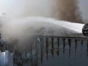 Κομοτηνή: Μεγάλη φωτιά στο εργοστάσιο της Sunlight – Μάχη με τις φλόγες σε μια ατμόσφαιρα αποπνικτική [pics]