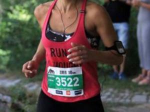 Βόλος: Την έριξαν κάτω 8 αδέσποτα σκυλιά και την σακάτεψαν – Εφιάλτης στην προπόνηση για αθλήτρια – video