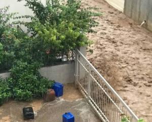 Φθιώτιδα: Ο καιρός τρελάθηκε – Πλημμύρες και αποκλεισμένοι κάτοικοι στα σπίτια τους – Εκτός ελέγχου η κατάσταση [pics, video]