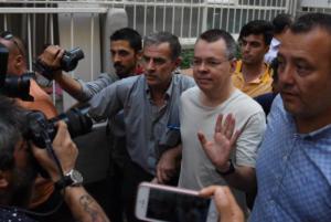 Νέα απόρριψη απελευθέρωσης του Αμερικανού πάστορα Μπράνσον από τουρκικό δικαστήριο