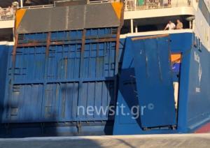 """""""Έμεινε"""" στη Σύρο το Blue Star Paros"""" – Ταλαιπωρία για 1.356 επιβάτες [pics]"""