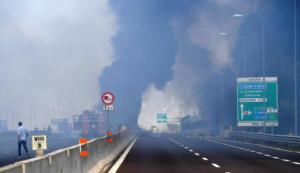 Ιταλία – έκρηξη βυτιοφόρου στην Μπολόνια: Έρευνα για τα αίτια του αιματηρού δυστυχήματος – video