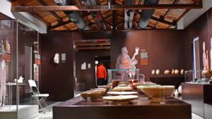 Σάλος από το ράντισμα με baby oil σε εκθέματα στο Βυζαντινό & Χριστιανικό Μουσείο – Ελλείψεις για την προστασία αρχαιοτήτων καταγγέλλουν οι φύλακες