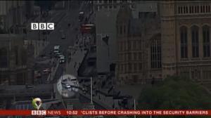 Σκηνές τρόμου στο Λονδίνο: Ξέφρενη πορεία! Η στιγμή που πέφτει με το αυτοκίνητο σε πεζούς και ποδηλάτες – video