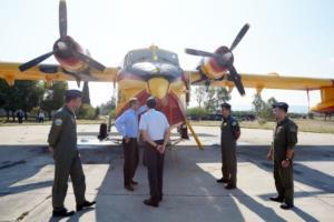 """Ο Κ. Μητσοτάκης στη """"φωλιά"""" των Canadair – """"Προτεραιότητα η συντήρηση και η επισκευή"""""""