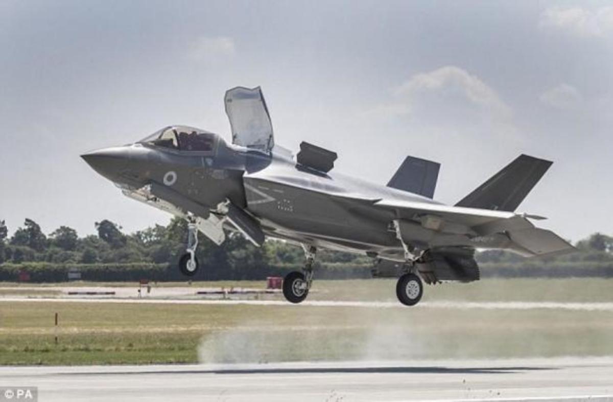 F35: Τους έκανε τα γλυκά μάτια και έκλεβε απόρρητες πληροφορίες μέσω Tinder για το μαχητικό stealth! | Newsit.gr