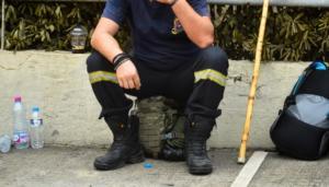 Συγγενής θύματος στο Μάτι πλάκωσε Αξιωματικό της Πυροσβεστικής!