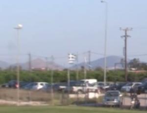 Σκισμένη ελληνική σημαία σε γήπεδο! – video [pics]