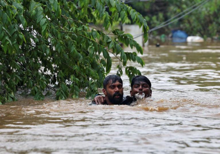 Κατακλυσμιαίες πλημμύρες στην Ινδία – 106 νεκροί – video | Newsit.gr
