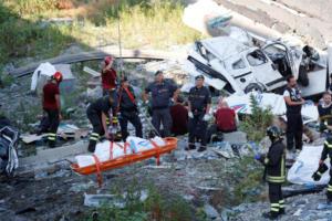 Γένοβα: Θρίλερ στα συντρίμμια της γέφυρας του θανάτου – Πέντε άνθρωποι κάτω από τα χαλάσματα – Άγνωστο αν είναι ζωντανοί