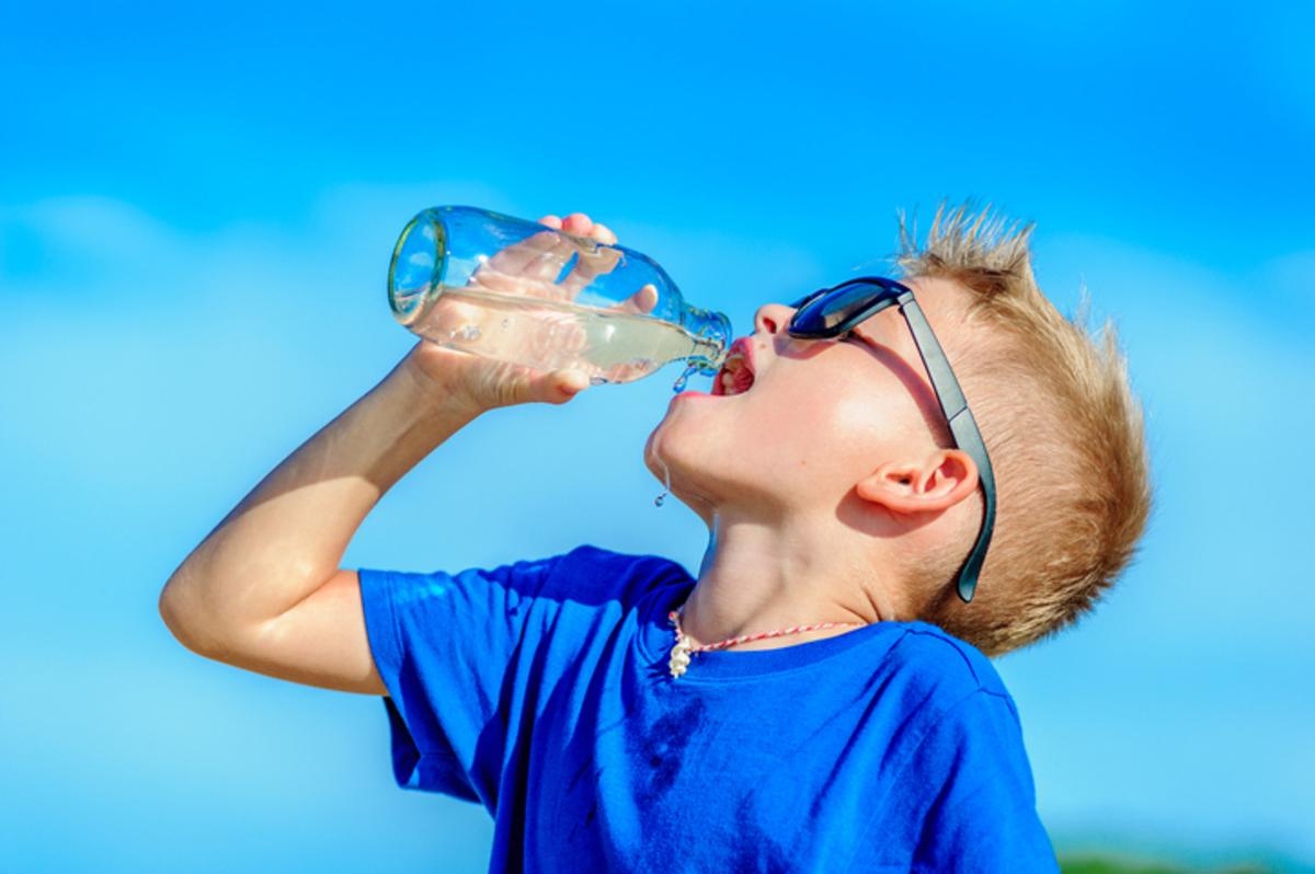 Νερό: Πόσο πρέπει να πίνουν καθημερινά τα παιδιά | Newsit.gr