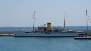 Το θρυλικό SS Delphine του 1921 στον Πειραιά – video