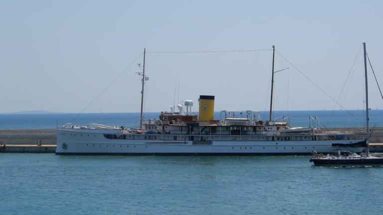 Το θρυλικό SS Delphine του 1921 στον Πειραιά – video   Newsit.gr