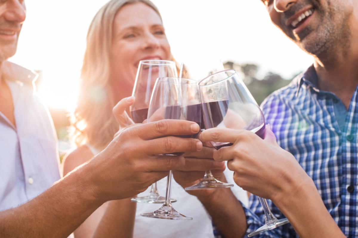 Αλκοόλ: Γιατί το αντέχουμε λιγότερο καθώς μεγαλώνουμε | Newsit.gr